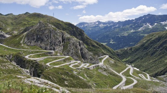 An Ultimate Guide for Driving on Switzerland's Roads