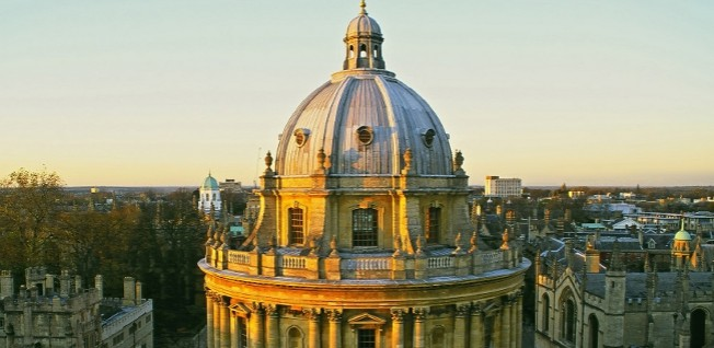 This venerable building in Oxford – the so-called Radcliffe Camera – houses part of the famous university library.