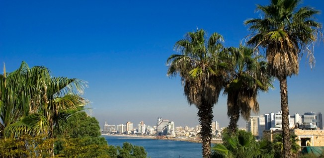 The sunny Mediterranean climate of Tel Aviv explains the immense popularity of its beaches.