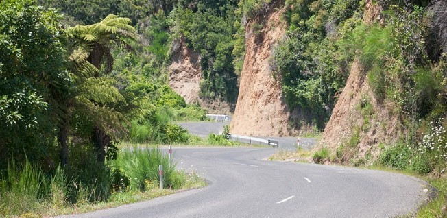 Stay concentrated and alert when driving through New Zealand's beautiful landscape: Roads are often curvy and narrow.