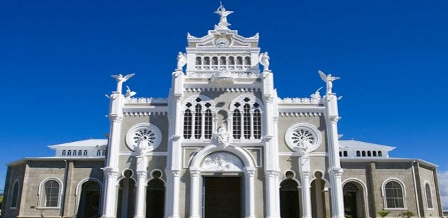 The metro area is home to many beautiful churches, such as this one in Cartago.