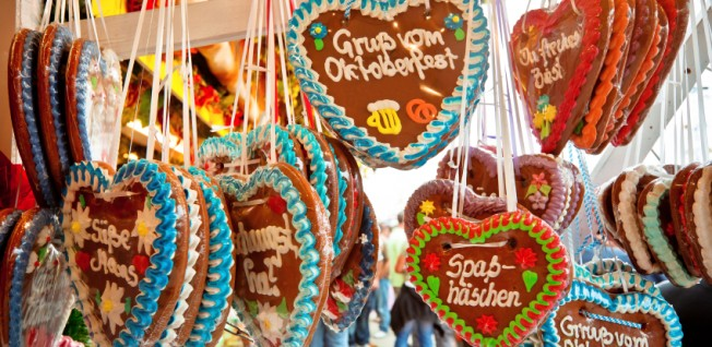 Visit the Octoberfest and buy your significant other a gingerbread heart!