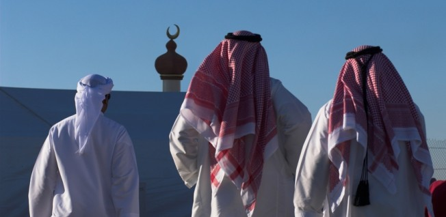 Traditional Arab clothing is not a must, but expats should dress modestly.
