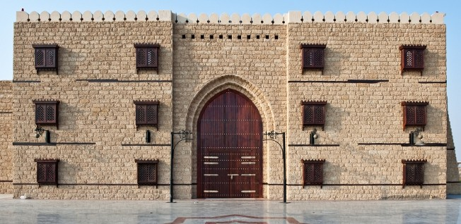 Some fortifications from the Ottoman period belong to Jeddah's local sights.
