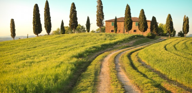 Like Rome or Milan, beautiful Tuscany attracts many expats moving to Italy.