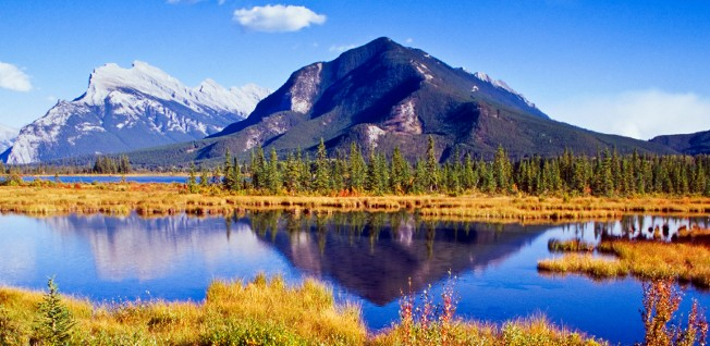 Expats living in Calgary can visit such stunning sites as the Vermilion Lakes in the nearby Rockies.