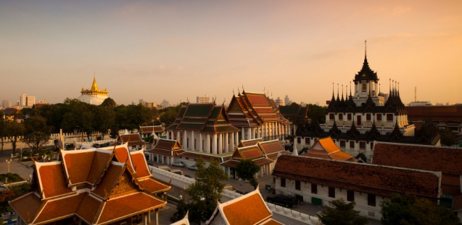 The bustle of this dynamic metropolis mixes with Thai culture and tradition.