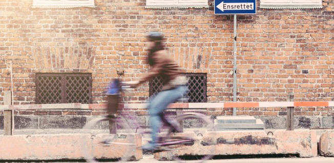 Travelling by bicycle is an easy way to avoid traffic.