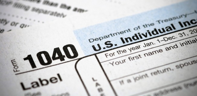 US citizens and resident aliens need form 1040 for their federal income tax return.