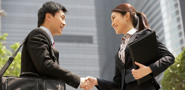 Even though it looks straightforward here, mastering social etiquette in Hong Kong can be hard to do!