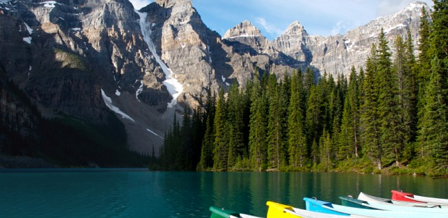Canoeing is only one of the many popular outdoor sports in Canada.