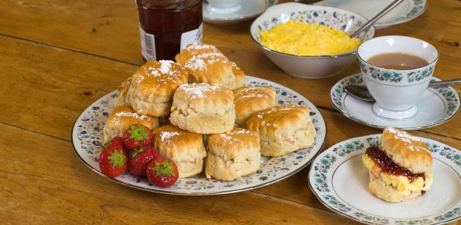 Scones and clotted cream belong to a traditional afternoon tea in British cuisine.