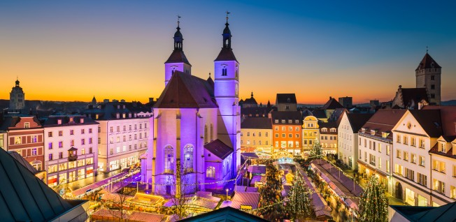 the christmas market or how they refer to it in german weihnachtsmarkt or christkindlmarkt in southern germany and austria scrooges aside